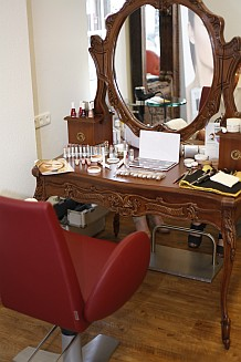 Friseur Gießen - Hochwertiges Ambiente, Friseurstuhl und Frisurenspiegel